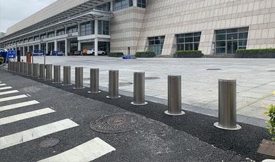 防冲撞升降柱 | 守护好厦门国际会展中心安防的第一道大门!